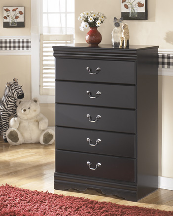 Signature by AshleyHuey VineyardFive Drawer Chest