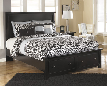 Signature by AshleyQ Platform Storage Footboard